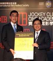 Hong Kong International Film Festival Society Chairman Wilfred Wong (right) presents a certificate of appreciation to the Club's Executive Director, Charities, Douglas So.